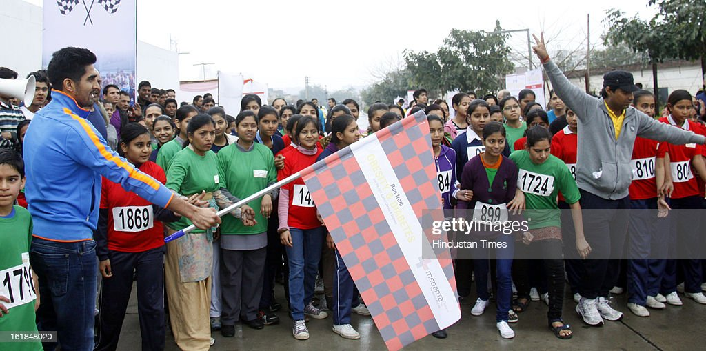 India Olympic Boxer Vijender Singh along with thousands of children, women and men supporting mega awareness campaign 'Run for Obesity & Diabetes 2013' by Medanta-The Medicity towards the fight against obesity and diabetes on February 17, 2013 in Gurgaon, India.