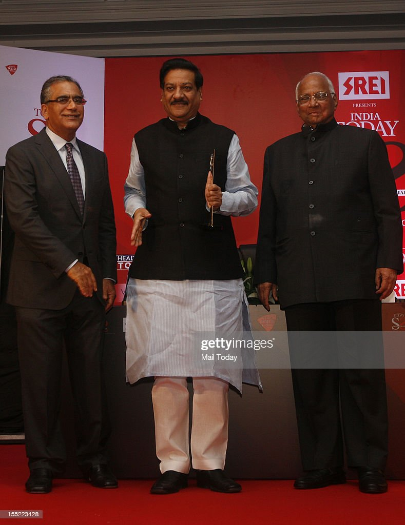 India Today Group Chairman and Editor-in-Chief Aroon Purie with Maharashtra CM Prithviraj Chavan and Union agriculture minister Sharad Pawar at the India Today State of the States Conclave in New Delhi on Thursday, November 1, 2012.