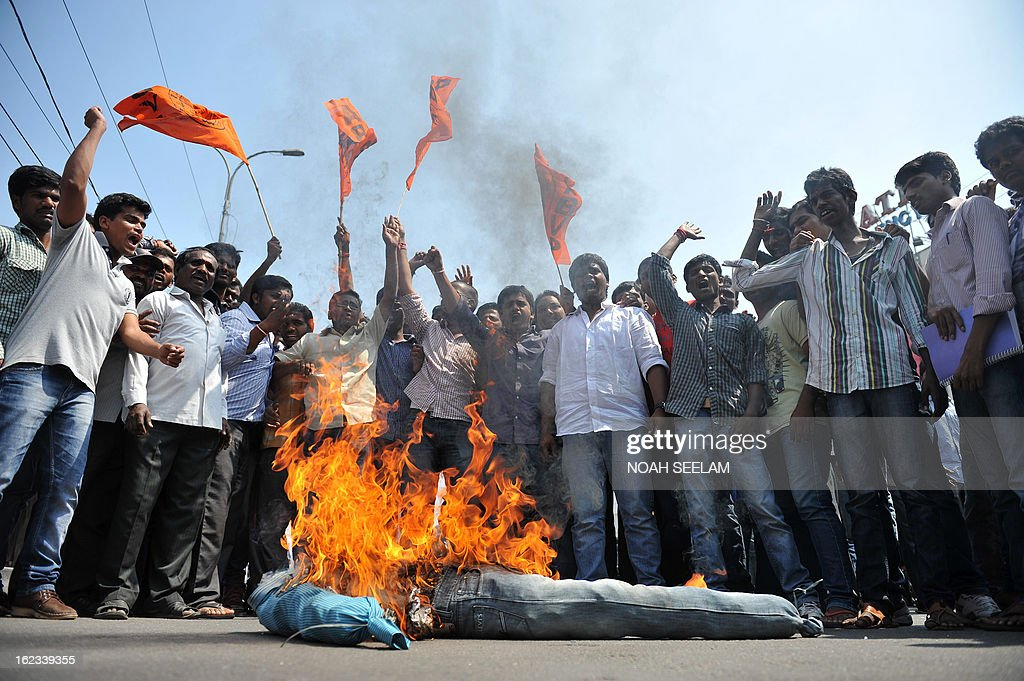Indian activists of Akhila Bharatiya Vidya Parishad burn an effigy representing terrorists during a protest against the twin bombings, in Hyderabad on February 22, 2013. Indian police revealed Friday they had been warned of a possible attack by Islamist militants in a bustling shopping area of Hyderabad where twin bombings killed at least 14 people and wounded scores. AFP PHOTO / Noah SEELAM