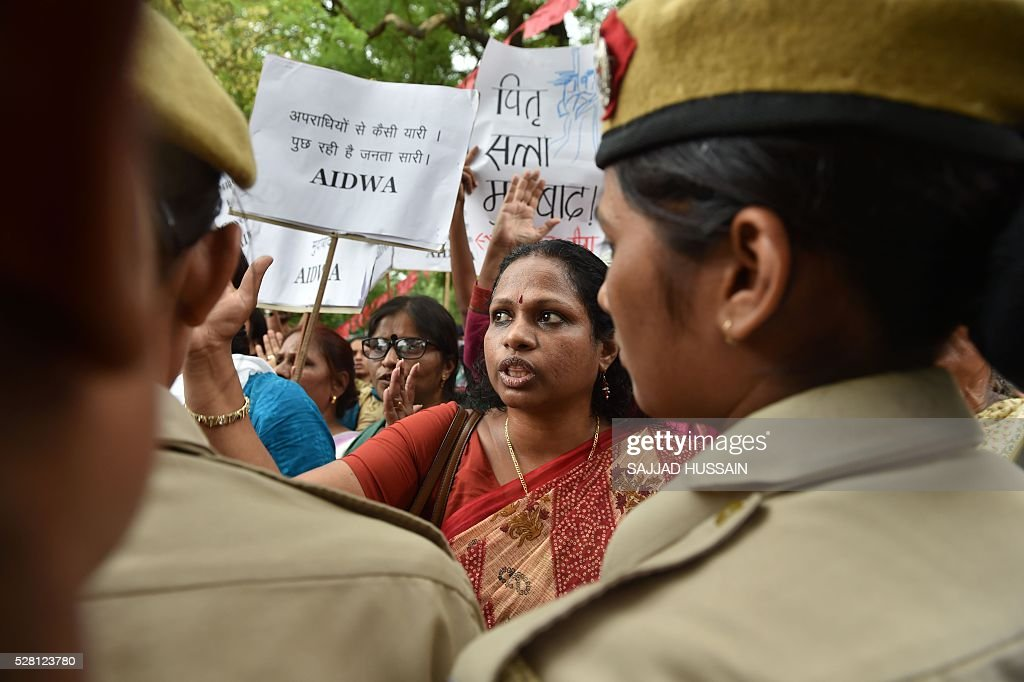 Indian activists shout slogans as they are confronted by police officials during a protest outside Kerala House in New Delhi on May 4, 2016, following the rape of a student in the southern Indian state of Kerala. Indian police detained three people May 3, over the brutal rape and murder of a young student in the southern state of Kerala, in a case echoing the 2012 gang-rape of a Delhi woman that sparked mass protests. Police said the attack on the 30-year-old law student from the lowest Dalit caste was so vicious she was found lying dead in a pool of blood, her intestines hanging out. Her mother discovered her body at the family home in the southern state of Kerala. / AFP / SAJJAD