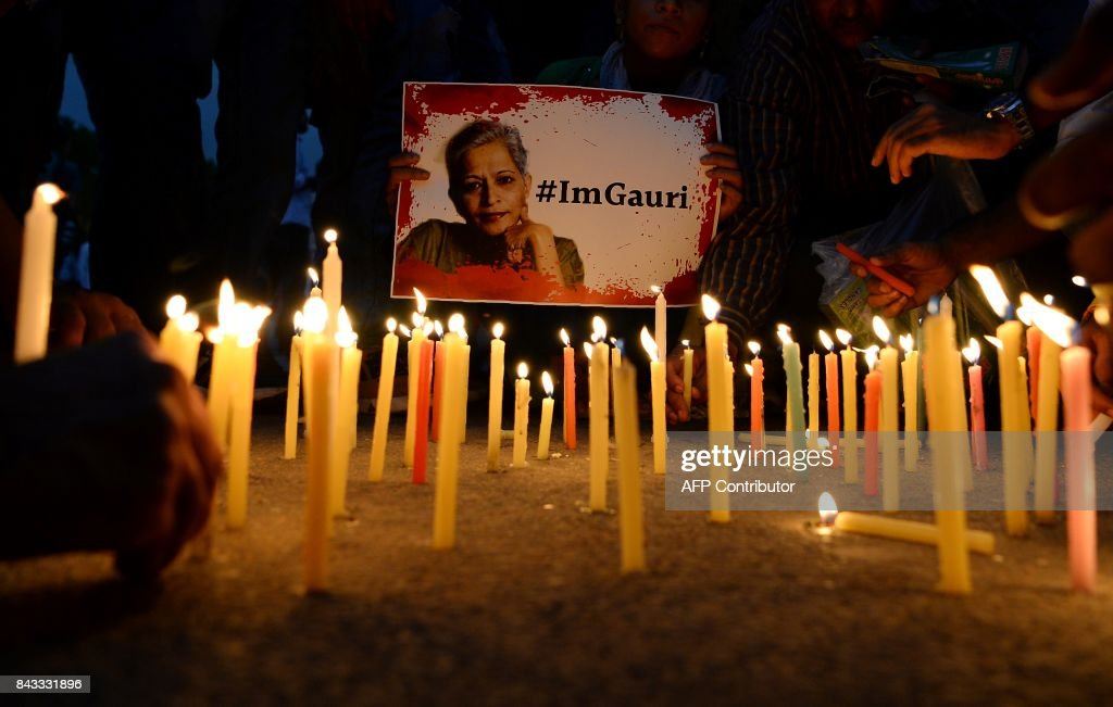 TOPSHOT - Indian activists take part in a protest rally against the killing of Indian journalist Gauri Lankesh at the India Gate memorial in New Delhi on September 6, 2017. Indian activists, politicians and journalists demanded a full investigation on September 6 into the murder of Gauri Lankesh, a newspaper editor and outspoken critic of the ruling Hindu nationalist party whose death has sent shockwaves across the country. /