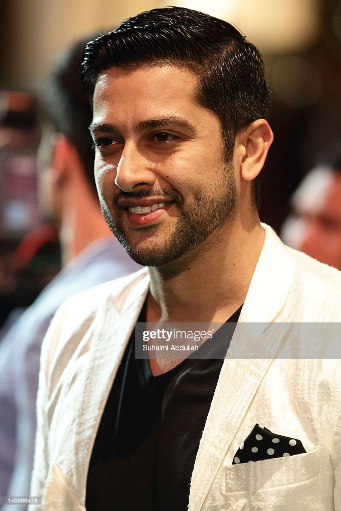 Indian actor Aftab Shivdasani poses on the green carpet during the IIFA Rocks Green Carpet on day two of the 2012 International India Film Academy Award weekend at the Esplanade on June 8, 2012 in Singapore.