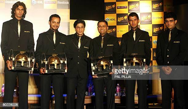 Indian actor and coowner of the 'Kolkata' cricket team Shahrukh Khan poses with his team members Ishant sharma Murali kartik Akash Chopra Cheteshwar...