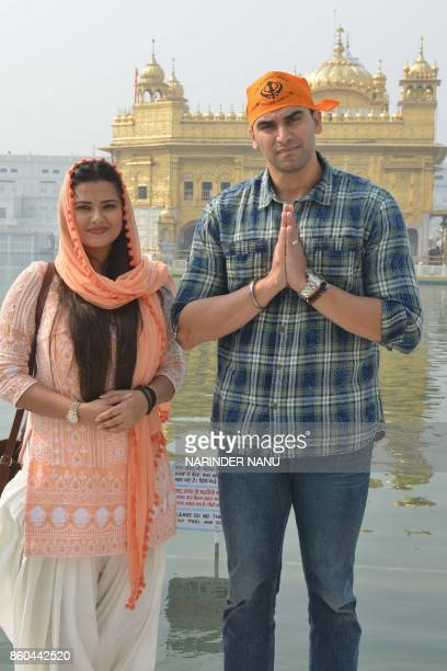 Indian actor Nikitin Dheer and his wife actress Kratika Sengar pose during their visit to the Golden Temple in Amritsar on October 12 2017 / AFP...