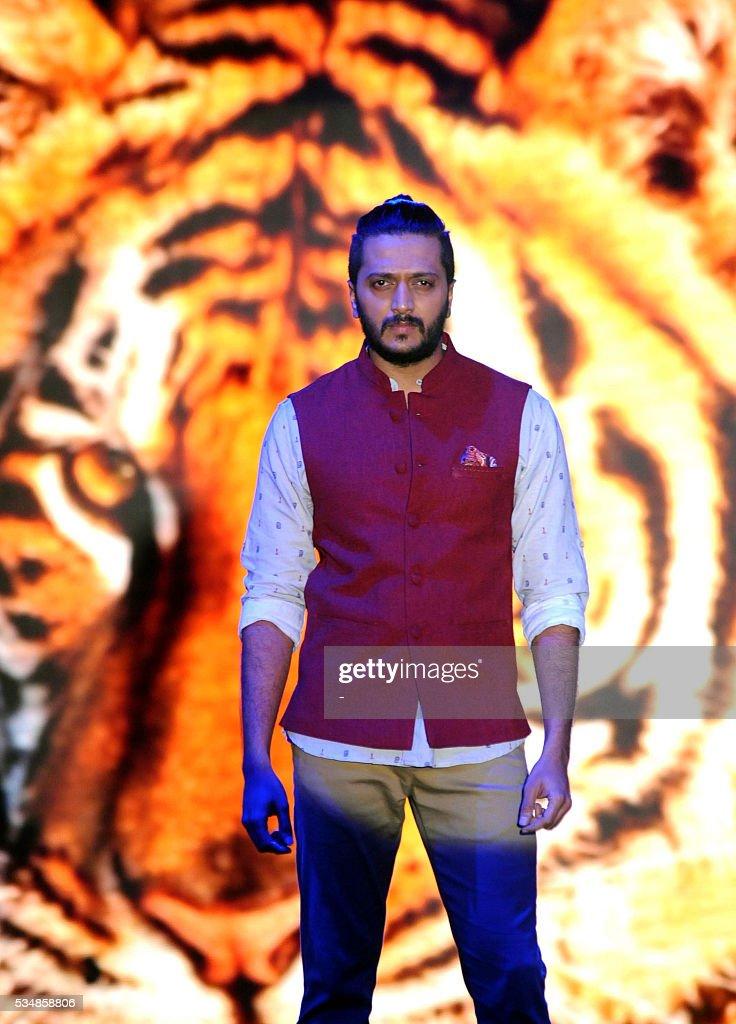 Indian actor Ritesh Deshmukh promotes a menwear brand True Blue in Mumbai on May 28, 2016. / AFP / -