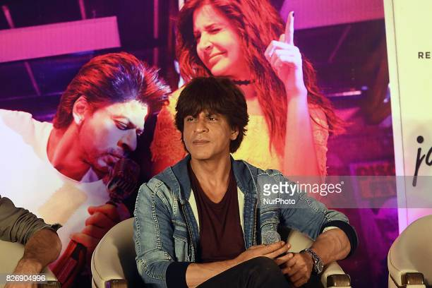 Indian Actor Shah Rukh Khan at the Film director Imtiaz Ali at the upcoming film Jab Harry Met Sejal promotion on August 052017 in KolkataIndia