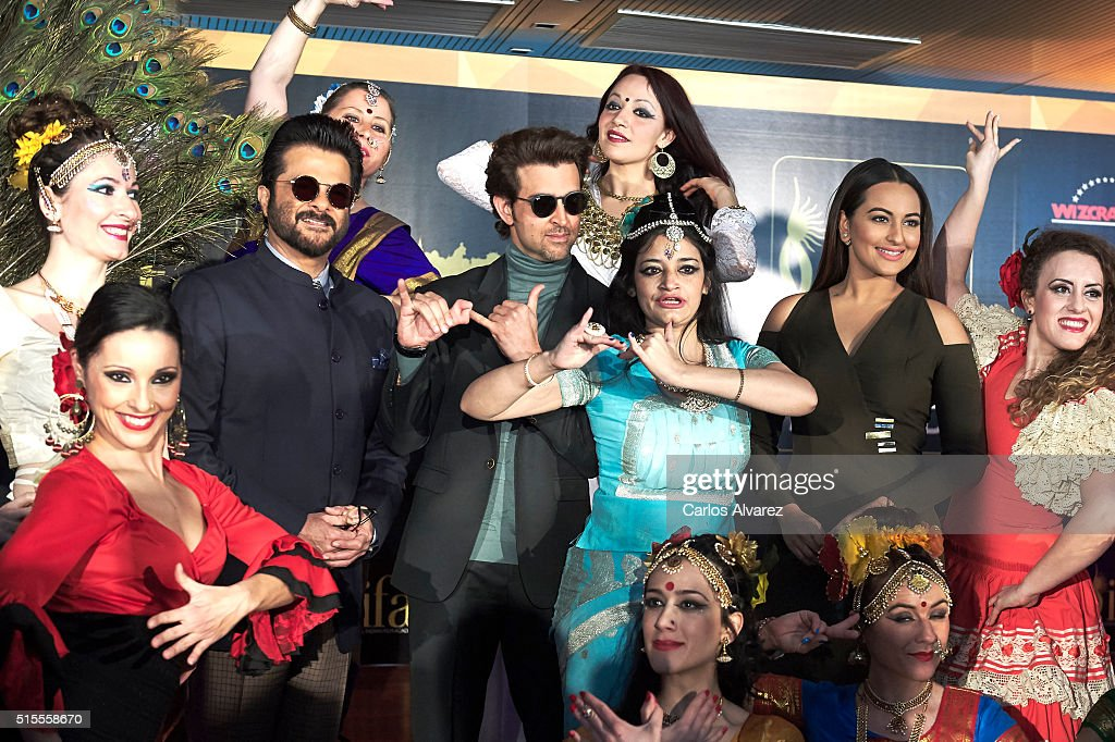 Indian actors <a gi-track='captionPersonalityLinkClicked' href=/galleries/search?phrase=Sonakshi+Sinha&family=editorial&specificpeople=5781347 ng-click='$event.stopPropagation()'>Sonakshi Sinha</a> (2R), <a gi-track='captionPersonalityLinkClicked' href=/galleries/search?phrase=Anil+Kapoor&family=editorial&specificpeople=563857 ng-click='$event.stopPropagation()'>Anil Kapoor</a> (2L) and <a gi-track='captionPersonalityLinkClicked' href=/galleries/search?phrase=Hrithik+Roshan&family=editorial&specificpeople=234615 ng-click='$event.stopPropagation()'>Hrithik Roshan</a> (C) attend the 17th International Indian Film Academy (IIFA) awards press conference at the Retiro Park on March 14, 2016 in Madrid, Spain.