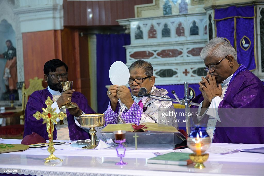 Indian Arch Bishop of Hyderabad Thumma Bala (C) along with priests celebrate a holy mass during an Ash Wednesday service at Saint Mary's Basilica in Secunderabad, the twin city of Hyderabad, on February 10, 2016. Catholics began the 40 day Lenten season, by observing Ash Wednesday, which culminates in the Holy Week. AFP PHOTO / Noah SEELAM / AFP / NOAH SEELAM