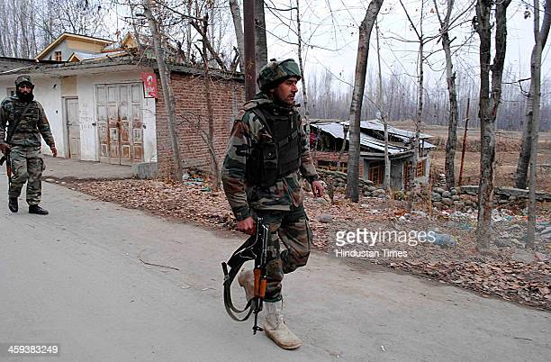 Indian Army soldiers returning from the site of the encounter at Hushroo Chadoora in Central Kashmir Budgam district 30 Km from Srinagar India on...