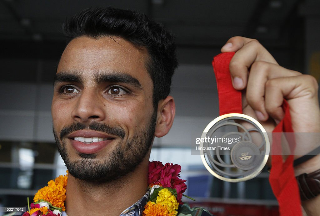 Indian athlete Arpinder Singh who won Bronze medal in Triple jump poses with his medal on arrival at the IGI Airport after participating in CWG 2014 held at Glasgow on August 5, 2014 in New Delhi, India.