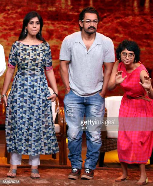 Indian Bollywood actor Aamir Khan his wife director Kiran Rao Khan and actress Sakshi Tanwar take part in the television chat show Dangal Dangal Baat...