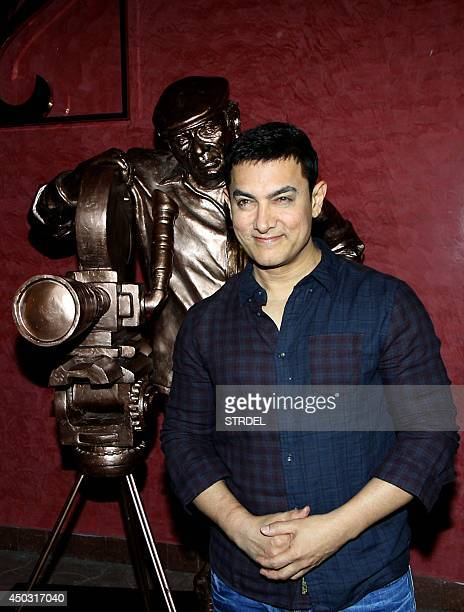Indian Bollywood actor Aamir Khan poses during the promotion of the Chale Chalo event in Mumbai on June 8 2014 AFP PHOTO/STR