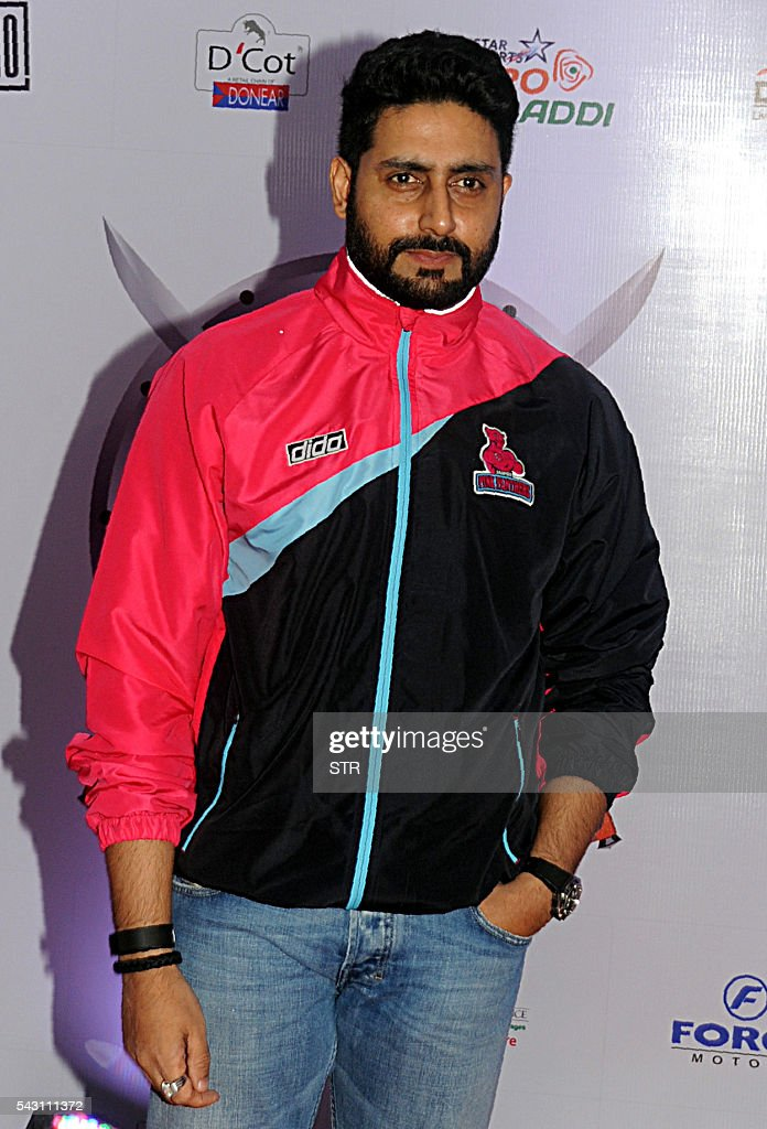 Indian Bollywood actor Abhishek Bachchan poses for a photogrpah during the opening ceremony for season four of the Pro-Kabaddi League in Mumbai on late June 25, 2016. / AFP / STR