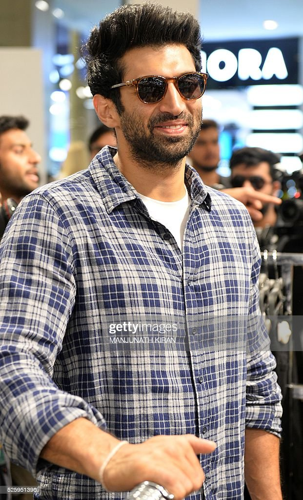 Indian Bollywood actors Aditya Roy Kapoor arrives ahead of a promotional event at a mall in Bangalore on April 29, 2016. / AFP / Manjunath Kiran