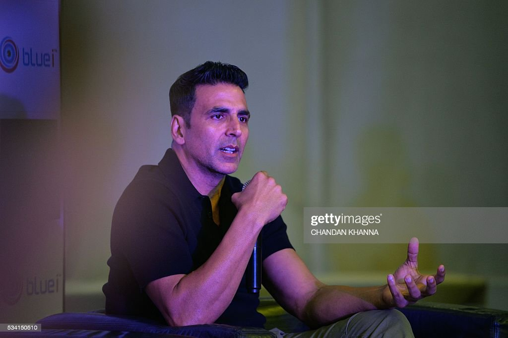 Indian Bollywood actor Akshay Kumar addresses the audience during a promotional event of the forthcoming Hindi film 'Housefull 3' in New Delhi on May 25, 2016. / AFP / CHANDAN