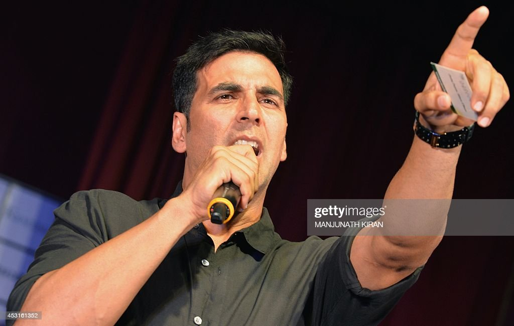 Indian Bollywood actor Akshay Kumar gestures during a promotional event at a private college for his latest movie 'Entertainment' in Bangalore on August 4, 2014. AFP PHOTO/Manjunath KIRAN