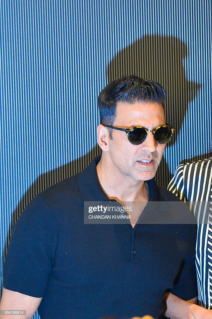 Indian Bollywood actor Akshay Kumar poses during a promotional event of the forthcoming Hindi film 'Housefull 3' in New Delhi on May 25, 2016. / AFP / CHANDAN
