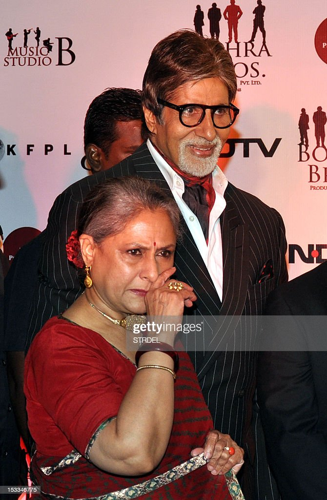 """Indian Bollywood actor Amitabh Bachchan (R) and his wife Jaya Bachchan attend the premier of the Hindi film """"Chittagong"""" directed by Bedabrata Pain in Mumbai on October 3, 2012. AFP PHOTO/STR"""