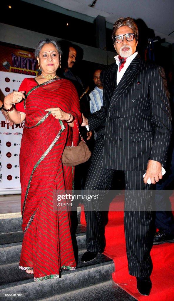 "Indian Bollywood actor Amitabh Bachchan (R) and his wife Jaya Bachchan attend the premier of the Hindi film ""Chittagong"" directed by Bedabrata Pain in Mumbai on October 3, 2012. AFP PHOTO/STR"