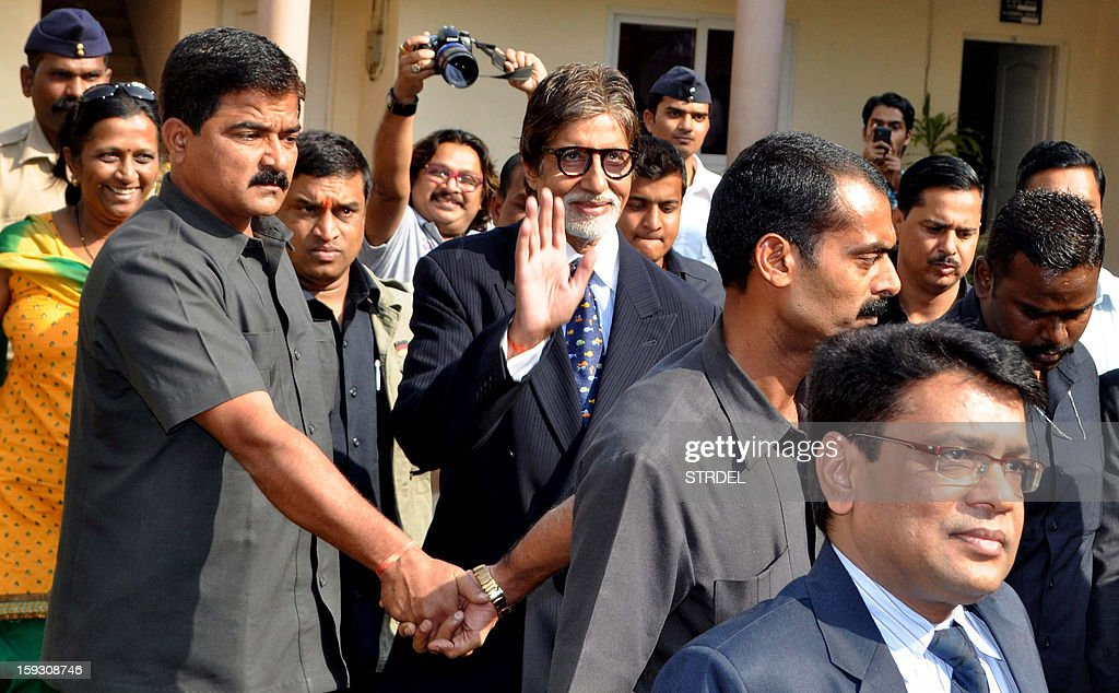 Indian Bollywood actor (C) Amitabh Bachchan attended the Valedictory Function on International Commerce and Management during an event in Mumbai on January 11, 2013.
