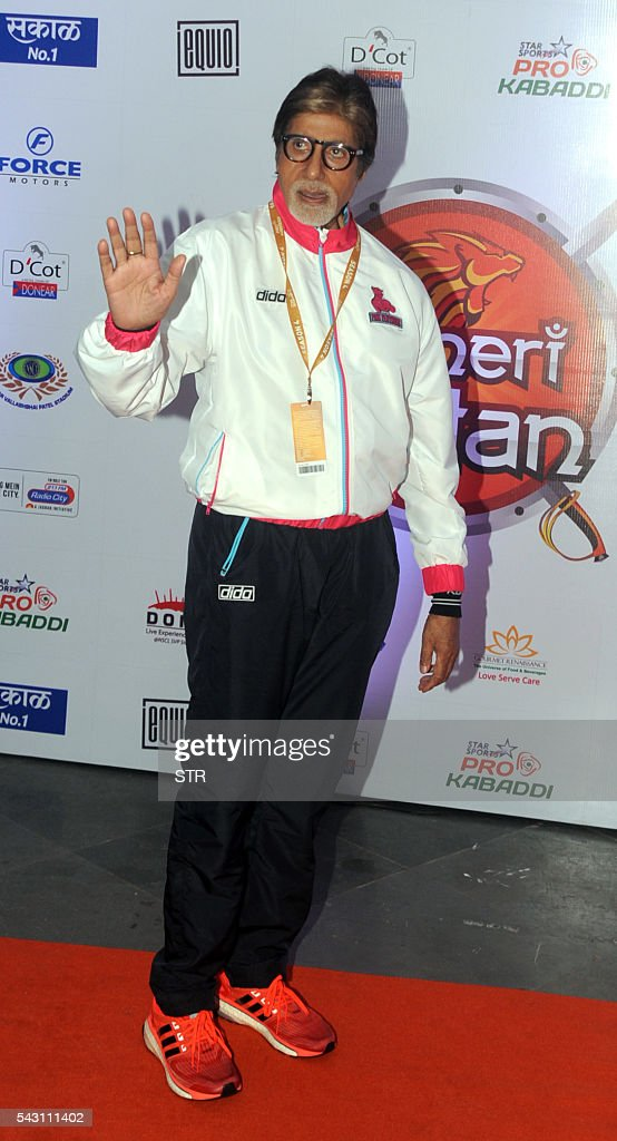 Indian Bollywood actor Amitabh Bachchan poses for a photogrpah during the opening ceremony for season four of the Pro-Kabaddi League in Mumbai on late June 25, 2016. / AFP / STR