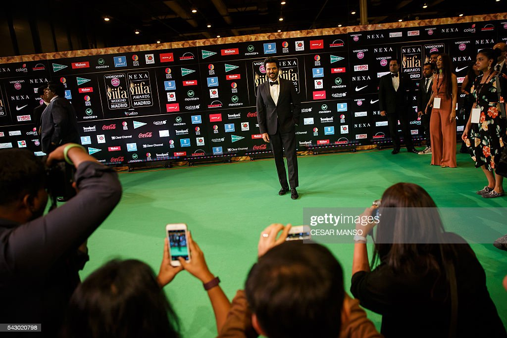 Indian Bollywood actor Anil Kapoor poses on the green carpet few moments before the 17th edition of IIFA Awards (International Indian Film Academy Awards) in Madrid on June 25, 2016. The IIFA Awards are presented annually by the International Indian Film Academy to honour both artistic and technical excellence of professionals in Bollywood, the Hindi language film industry. / AFP / CESAR
