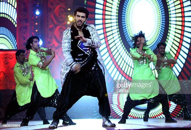 Indian Bollywood actor Arjun Kapoor performs at the BIG STAR Entertainment Awards 2014 in Mumbai on December 18 2014 AFP PHOTO/STR