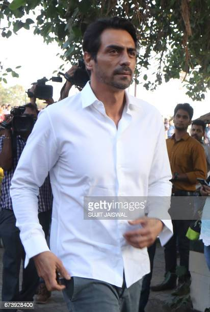 Indian Bollywood actor Arjun Rampal attends the funeral of actor Vinod Khanna in Mumbai on April 27 2017 / AFP PHOTO / Sujit JAISWAL