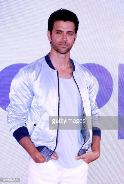Indian Bollywood Actor Hrithik Roshan attends a press conference for the Happn dating app in Mumbai on April 7 2017 / AFP PHOTO /