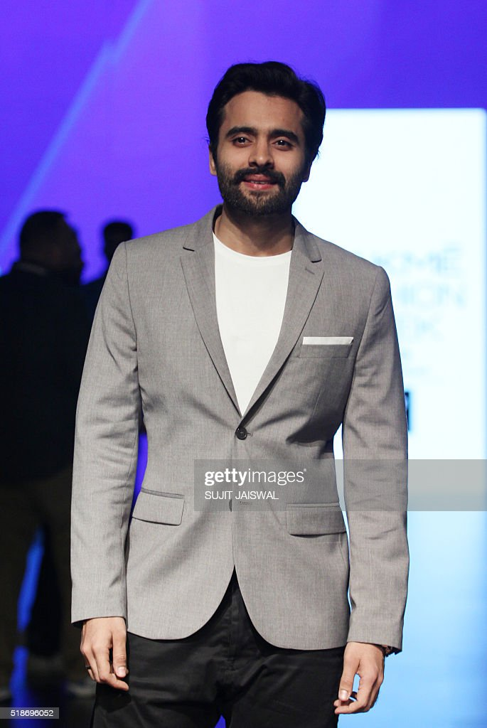 Indian Bollywood actor Jackky Bhagnani poses on the fourth day of the Lakme Fashion Week (LFW) summer/resort 2016 in Mumbai on April 2, 2016. / AFP / SUJIT