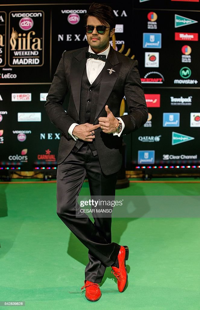 Indian Bollywood actor Manish Pons poses on the green carpet as she arrives to the 17th edition of IIFA Awards (International Indian Film Academy Awards) in Madrid on June 24, 2016. The IIFA Awards are presented annually by the International Indian Film Academy to honour both artistic and technical excellence of professionals in Bollywood, the Hindi language film industry. / AFP / CESAR