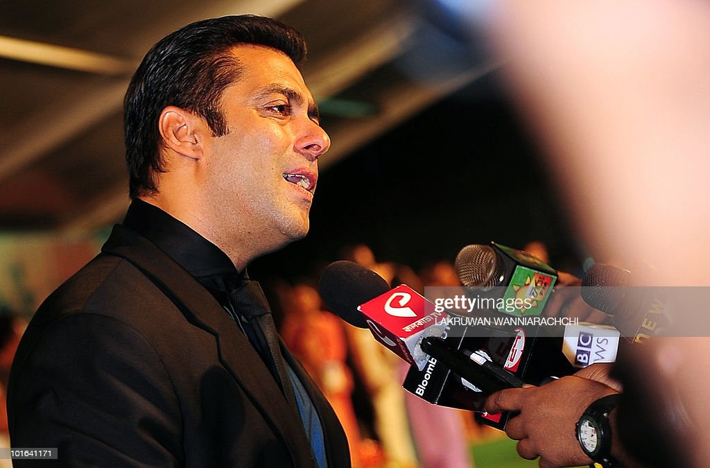 Indian Bollywood actor Salman Khan arrives at the International Indian Film Academy (IIFA) awards in Colombo on June 5, 2010. Bollywood actors arrived in Sri Lanka to attend the three-day International Indian Film Academy (IIFA) awards and surrounding events that begun in Colombo on June 3. AFP PHOTO/ Lakruwan WANNIARACHCHI.