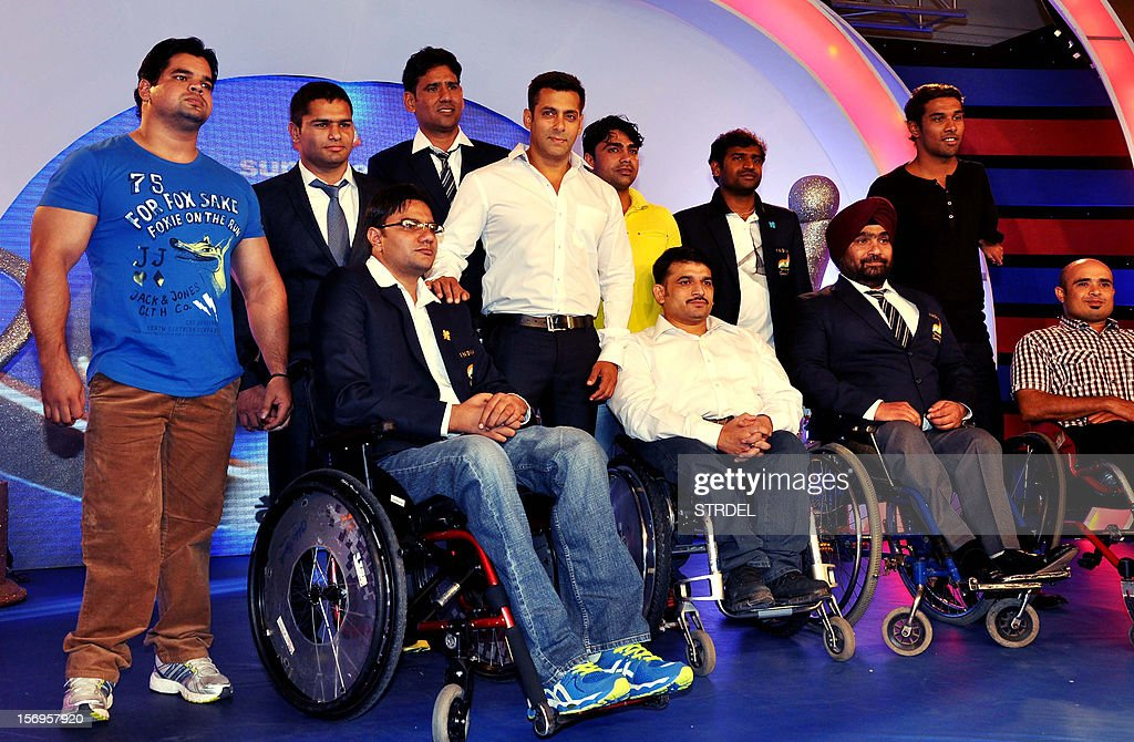Indian Bollywood Actor Salman Khan (C) poses for a photo during a promotional ceremony for ten disabled athletes in Mumbai on November 25, 2012.