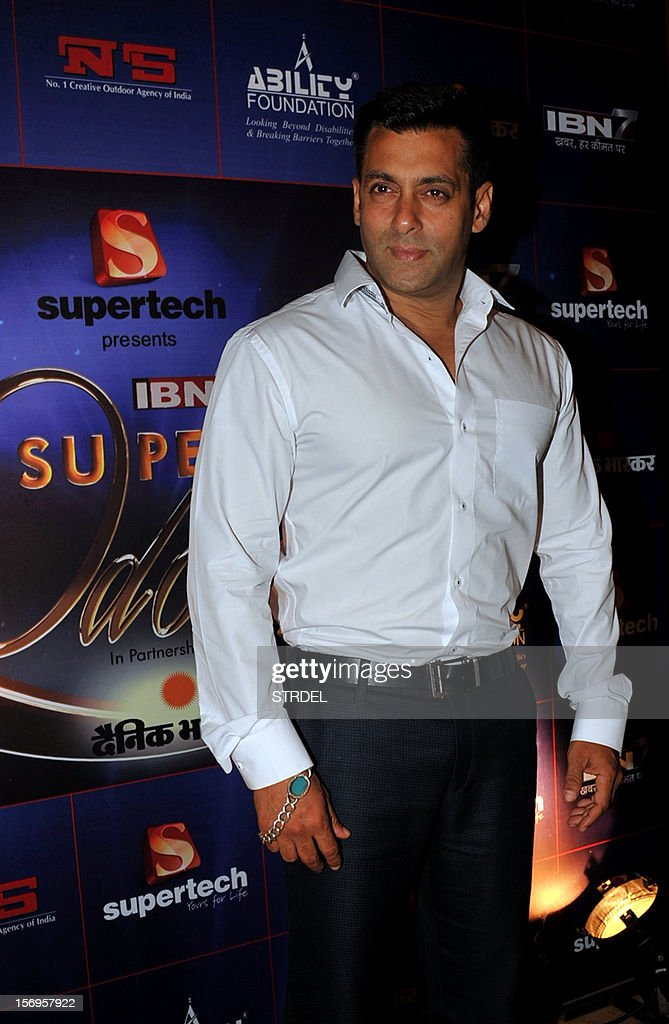 Indian Bollywood Actor Salman Khan poses for a photo during a promotional ceremony for ten disabled athletes in Mumbai on November 25, 2012. AFP PHOTO /STR