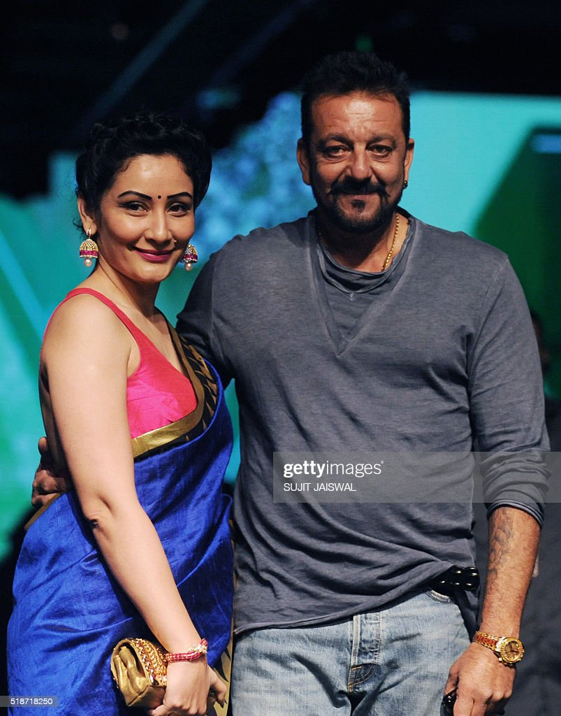 Indian Bollywood actor Sanjay Dutt(R)poses with his wife Manyata as they attend the fourth day of the Lakme Fashion Week (LFW) summer/resort 2016 in Mumbai on April 2, 2016. / AFP / SUJIT