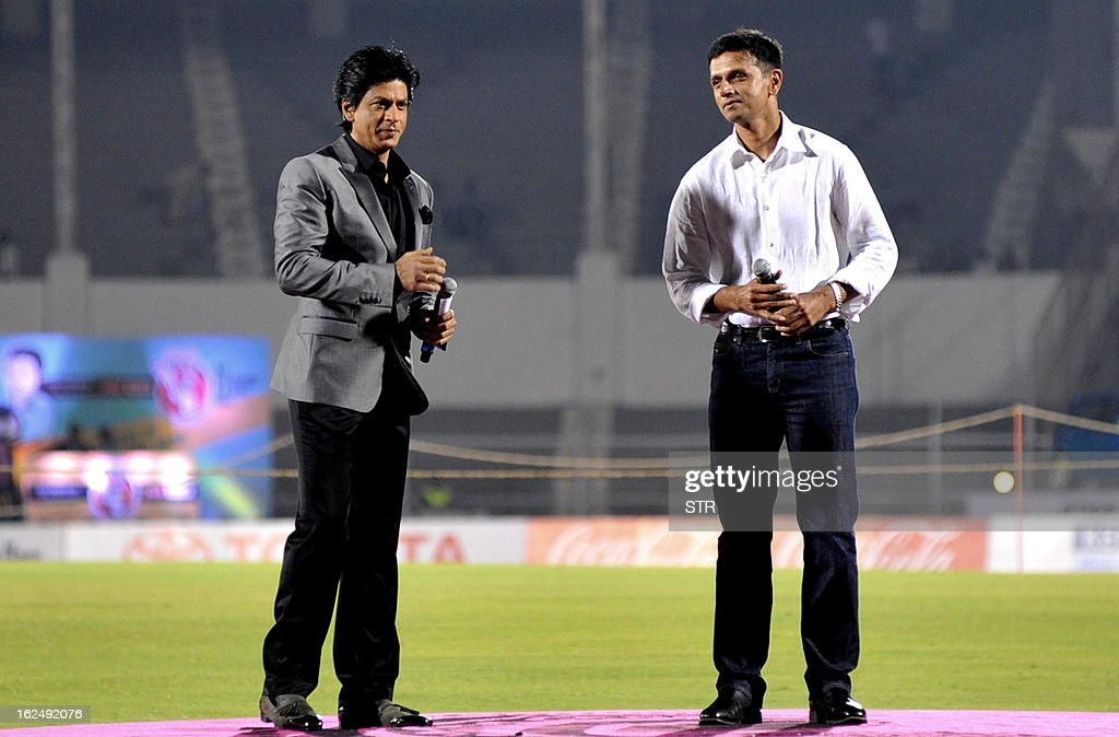 Indian Bollywood actor Shah Rukh Khan (L) and former Indian cricketer Rahul Dravid attend the grand opening ceremony of the Toyota University Cricket Championship (TUCC) first match of the season in Mumbai on February 23, 2013. AFP PHOTO