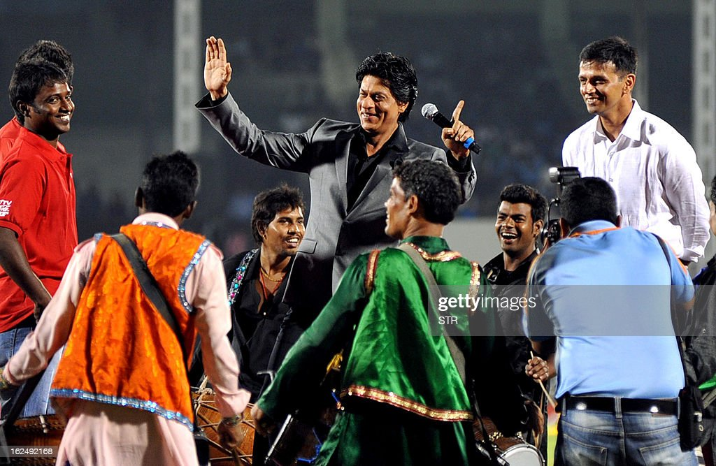 Indian Bollywood actor Shah Rukh Khan (C) and former Indian cricketer Rahul Dravid (R) launch the grand opening ceremony of the Toyota University Cricket Championship (TUCC) first match of the season in Mumbai on February 23, 2013.