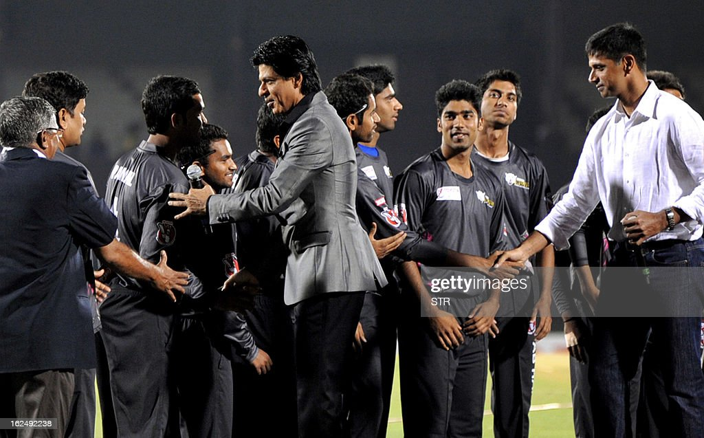 Indian Bollywood actor Shah Rukh Khan (C) and former Indian cricketer Rahul Dravid (R) meet the teams during the grand opening ceremony of the Toyota University Cricket Championship (TUCC) first match of the season in Mumbai on February 23, 2013.