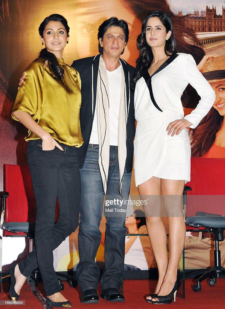 Indian Bollywood actor Shah Rukh Khan, Anushka Sharma and Katrina Kaif during a promotional event for the forthcoming Hindi film Jab Tak Hai Jaan in Mumbai on October 29, 2012.
