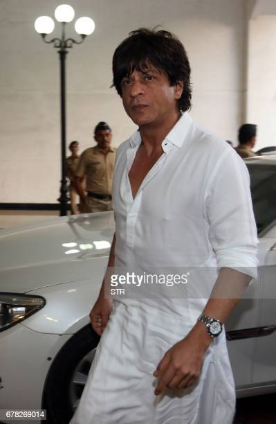 Indian Bollywood actor Shah Rukh Khan arrives to attend a prayer meeting for the late actor and politician Vinod Khanna in Mumbai on May 3 2017 / AFP...