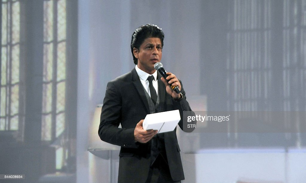 Indian Bollywood actor Shah Rukh Khan attends a promotional event in Mumbai on June 30, 2016. / AFP / STR