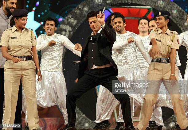 Indian Bollywood actor Shah Rukh Khan dances alongside police officers during the annual 'Umang 2015 Mumbai Police Show' in Mumbai on late January 10...