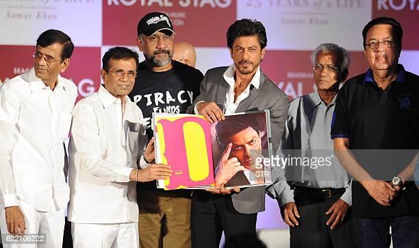 Indian Bollywood actor Shah Rukh Khan poses with directors Abbas Mastan Anubhav Sinha Kundan Shah and Pravin Nischal during the launch of 'SRK 25...