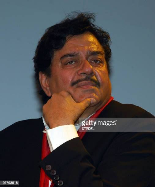 Indian Bollywood actor Shatrughan Sinha poses at the premiere of the film �Sadiyaan� in Mumbai late March 16 2010 AFP PHOTO/STR