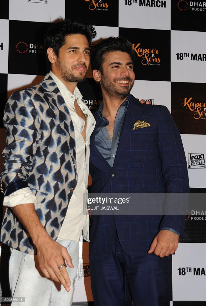 Indian Bollywood actor (L-R) Sidharth Malhotra and Pakistani actor Fawad Khan attend the trailer launch of upcoming Hindi film 'Kapoor & Sons' in Mumbai on February 10, 2016. AFP PHOTO / Sujit Jaiswal / AFP / SUJIT JAISWAL