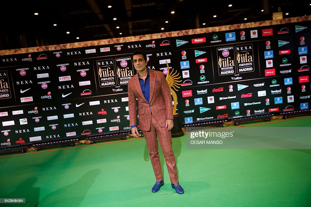 Indian Bollywood actor Sonu Sood poses on the green carpet as she arrives to the 17th edition of IIFA Awards (International Indian Film Academy Awards) in Madrid on June 24, 2016. The IIFA Awards are presented annually by the International Indian Film Academy to honour both artistic and technical excellence of professionals in Bollywood, the Hindi language film industry. / AFP / CESAR