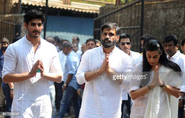 Indian Bollywood actor Suniel Shetty with his son Ahan and wife Mana attend the funeral of his father Veerappa Shetty in Mumbai on March 2 2017 PHOTO...