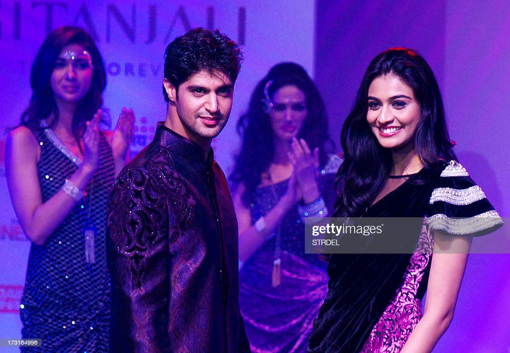 Indian Bollywood actor Tarun Virwani (L) and actress Neha Hinge pose during the Tassel Fashion and Lifestyle Awards 2013 in Mumbai late July 8, 2013.