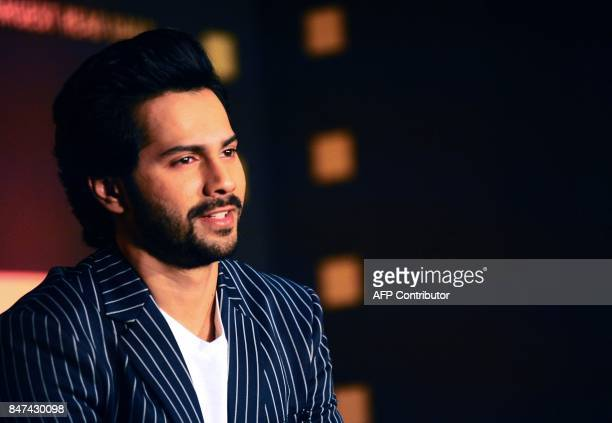 Indian Bollywood actor Varun Dhawan attends the Jagran Cinema Summit to discuss future of films in Mumbai on September 2017 / AFP PHOTO / STR