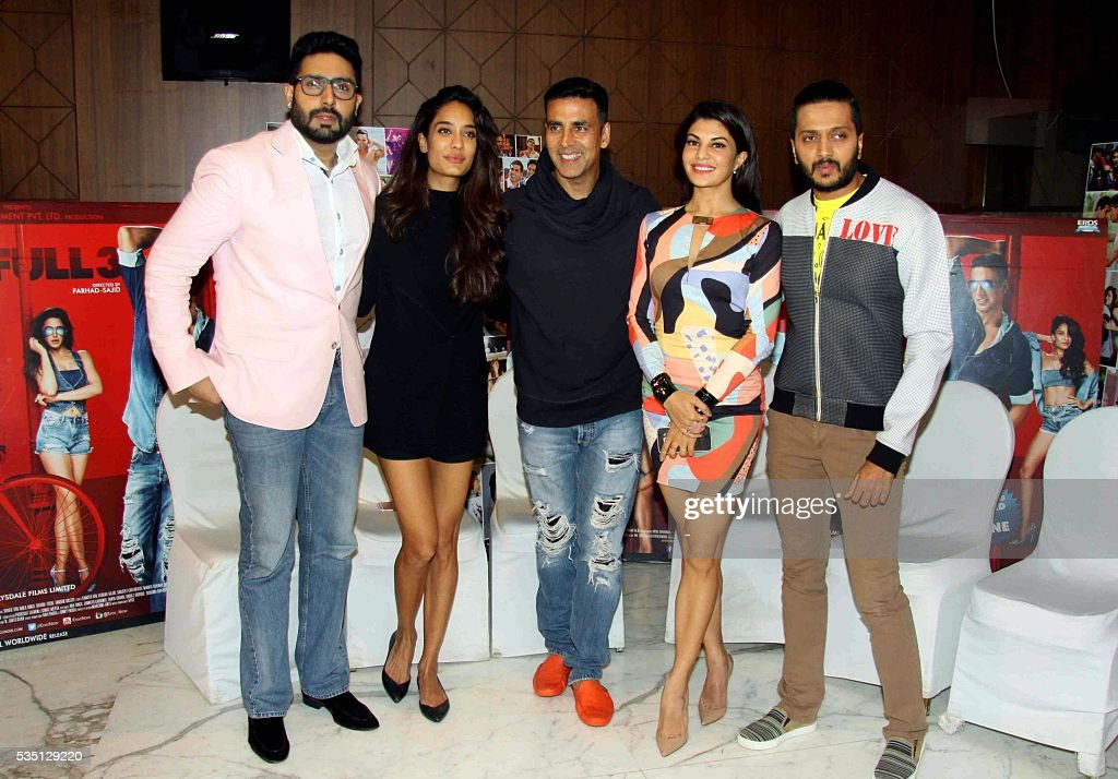Indian Bollywood actors (L-R) Abhishek Bachchan, Lisa Haydon, Akshay Kumar, Jacqueline Fernandez and Riteish Deshmukh pose during a promotion event for the upcoming Hindi film Housefull 3 in Mumbai on May 28, 2016. / AFP / -